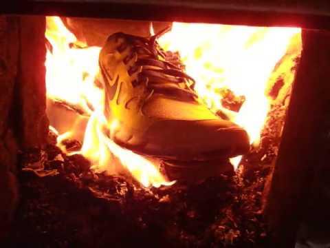 Naam: schoen vuur.jpg Bekeken: 1488 Grootte: 14,3 KB