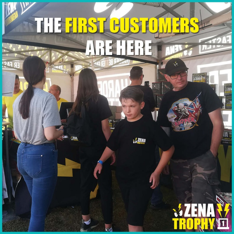 Naam: Template Zena Trophy First Customers.jpg Bekeken: 0 Grootte: 228,9 KB